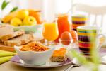 -Petit-déjeuner et réunion collective
