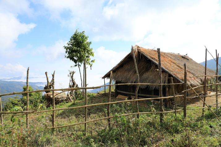 Du village Akha Mouji à Houeisako, village Khmou, nord Laos