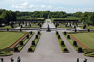 drottningholm palace garden 600x