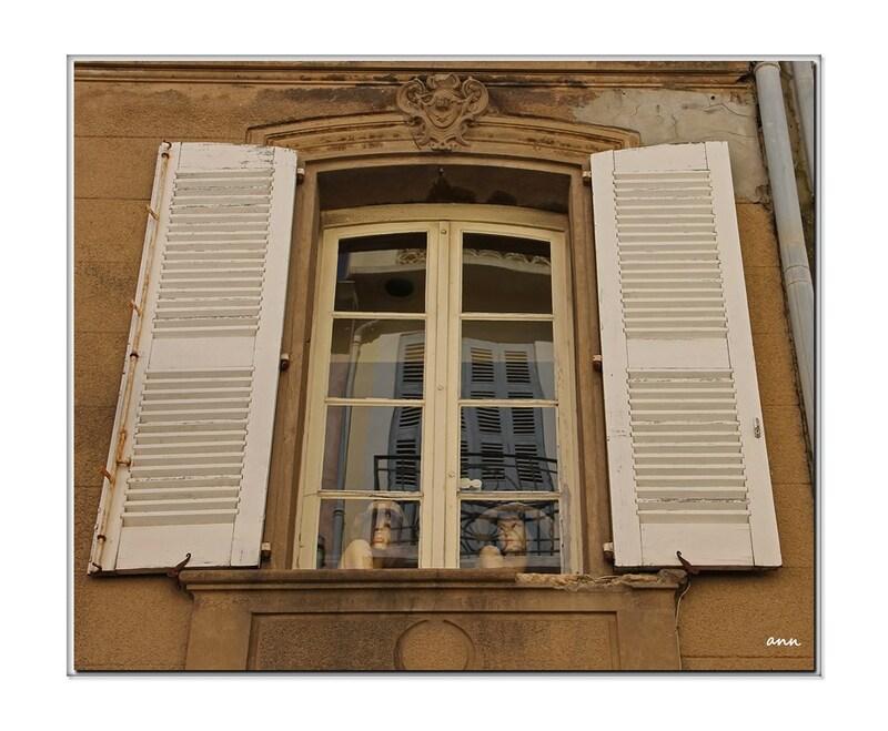 Ces dames aux fenêtres (Saint-Tropez)