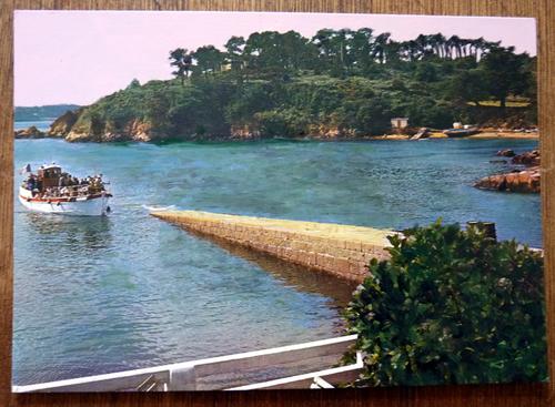 carte postale retouchée à l'acrylique, bateau arrivant à quai