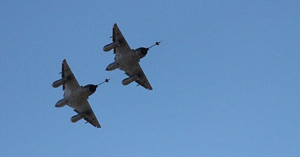 duo avions de chasse -6-