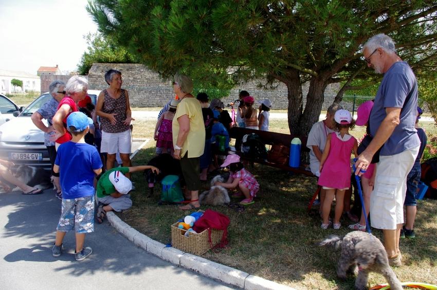Animation à la maison de retraite de St Pierre d'Oléron avec les enfants du centre aéré (17 juillet 2013)