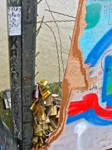 cadenas Pont des Arts contre-plaqué plexiglas GRILLAGE