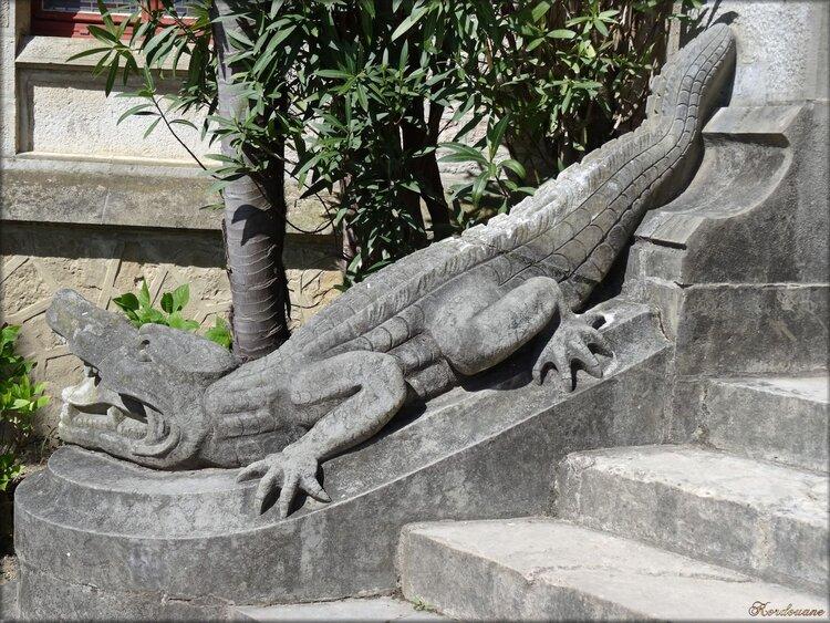 Entrée principale du château Abbadia : Crocodile