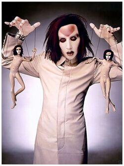 ➤ Marilyn Manson accusé de contrôle mental, torture & viols - Lui-même victime dissociée ?
