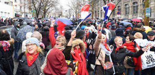 Les foulards rouges, Macron et l'ultra-droite