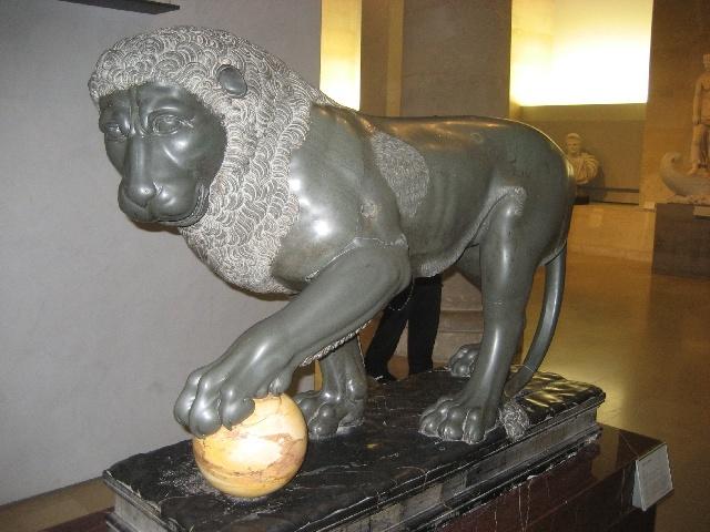 un lion de marbre...