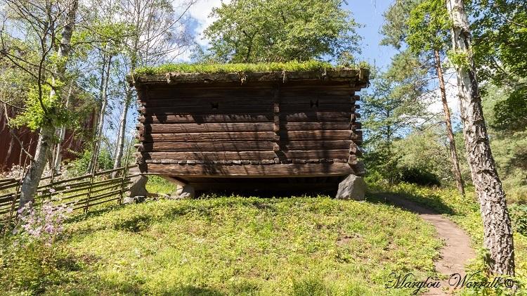 Suède : Ecomusée Skansen le moulin à vent, grenier etc