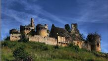 Le Château Le Paluel, en Dordogne, doit être vendu aux enchères le 21 septembre à Bergerac. Il a servi de décor au film «Le Tatoué» avec Jean Gabin et Louis de Funès.