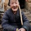 Une corne sur le front d'une grand-mère chinoise