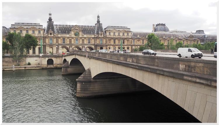 Pont du Carrousel. Paris