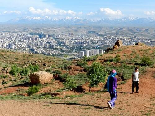 IRAN Tabriz, la montagne rouge