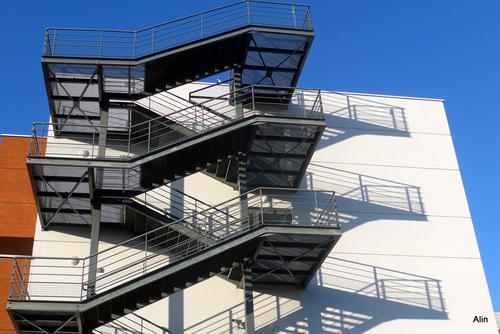 Un escalier de secours ...