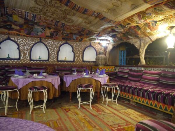 Notre salle à manger sous tente