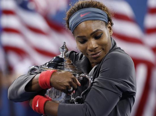 Serena Williams ne veut plus lâcher son trophée