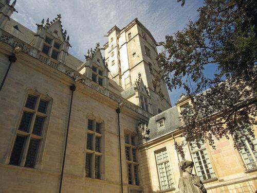 Palais des ducs de Bourgogne avec la tour de Philippe Le Bon
