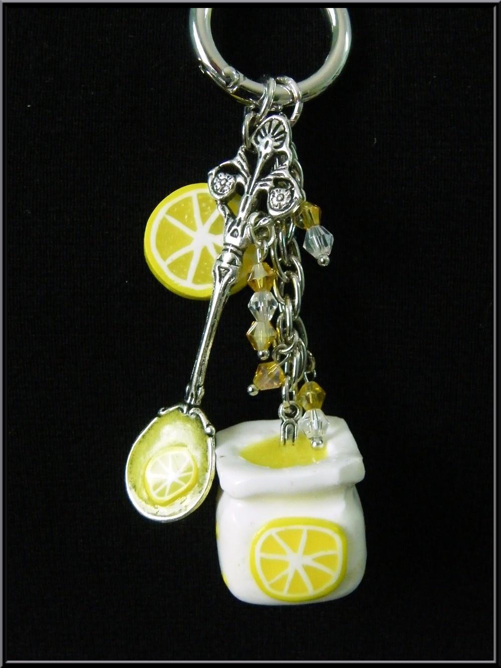collier sautoir pot de yaourt au citron en p te fimo. Black Bedroom Furniture Sets. Home Design Ideas