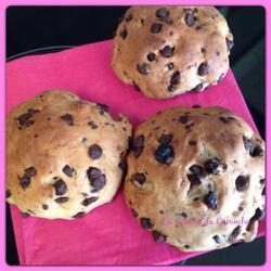 Petits pains aux pépites de chocolat et raisins secs