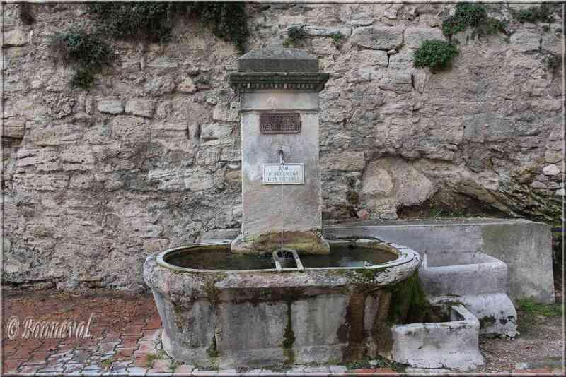 Fontaine du Barri Cucuron Vaucluse