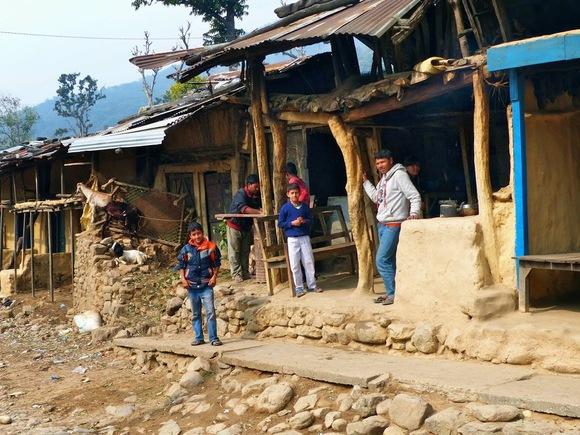 la rue principale d'un petit village