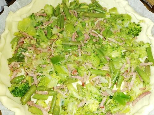 quiche aux poireaux - brocolis - haricots verts et lardons