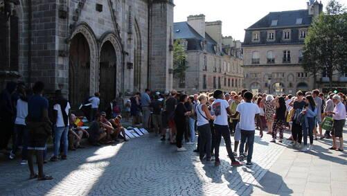 Une première mobilisation avait eu lieu lundi 20 août devant la cathédrale Saint-Corentin.