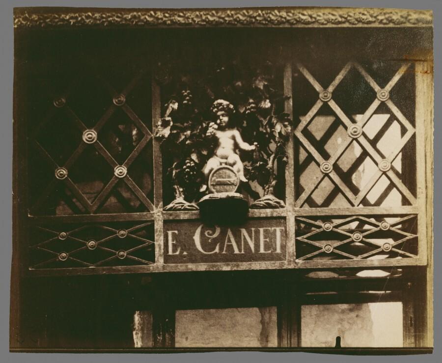 Atget Paris Au Petit Bacchus rue St Louis en lIle 61 900x740 Le Paris de 1900 par Atget