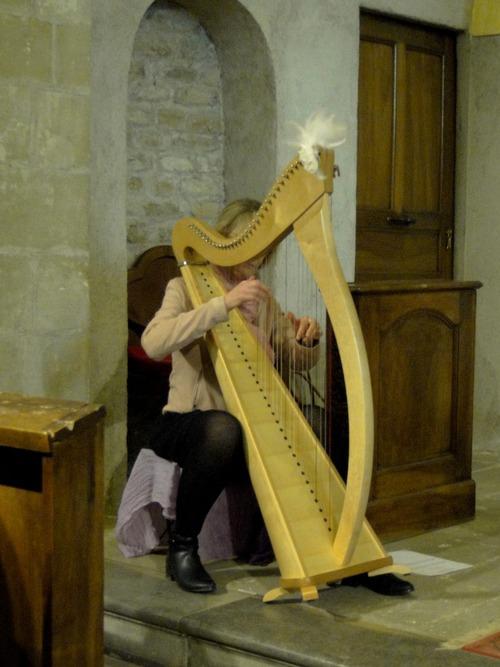 A la harpe : Karine