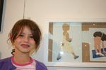 Hannah vor ihrem Silhouettenbild