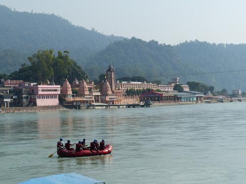 les ghats de Rishikesh au bord du Gange