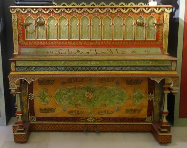 Un superbe  piano mauresque est exposé au Musée du Pays Châtillonnais