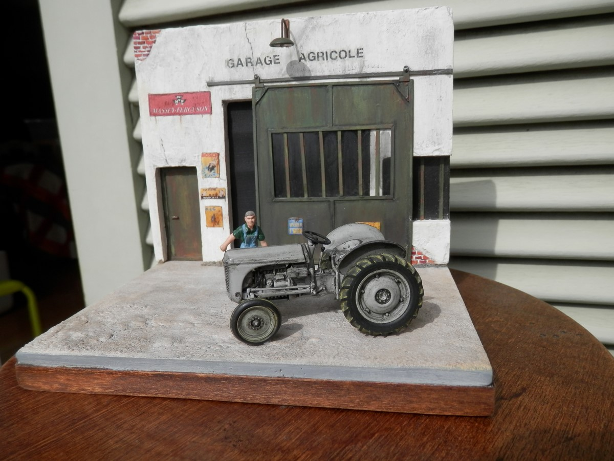 Garage agricole dioramas de thierry voitures garages for Garage renault vendee