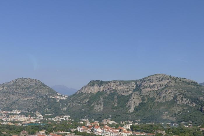 Quittant Naples pour la côte Amalfitaine., (croisière dans la Méditerranée) (5)