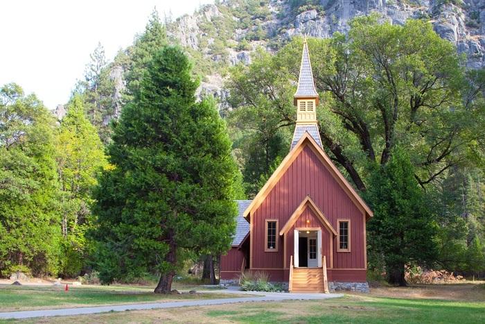 24 ter- Yosemite Valley Chapel, Parc national de Yosemite (24e de la série des 50 belles églises dans le monde) (Hors ligne)