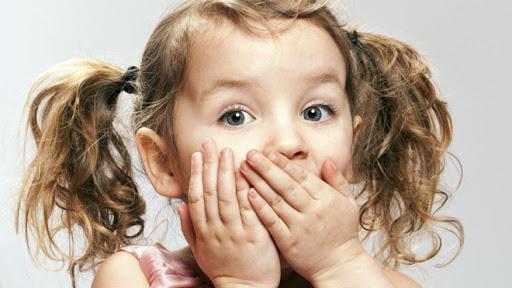 Comment réagir si un enfant s'étouffe ? : Femme Actuelle Le MAG