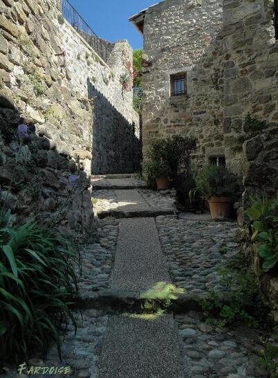 Rues étroites : Charmes sur Rhône