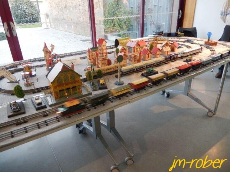 Condat sur Vienne 87 : le monde du train électrique miniature à la Médiathèque pour petits et grands.