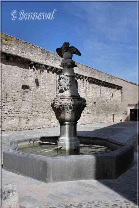 Fontaine du Cormoran Pernes-les-Fontaines Vaucluse
