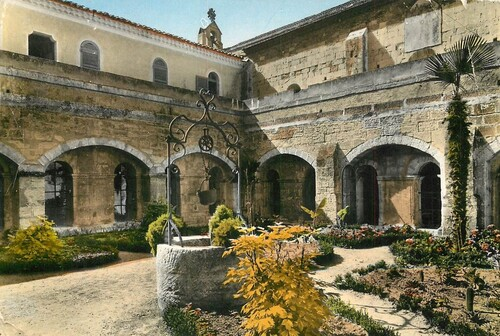Tarascon sur Rhône Abbaye saint Michel de Frigolet