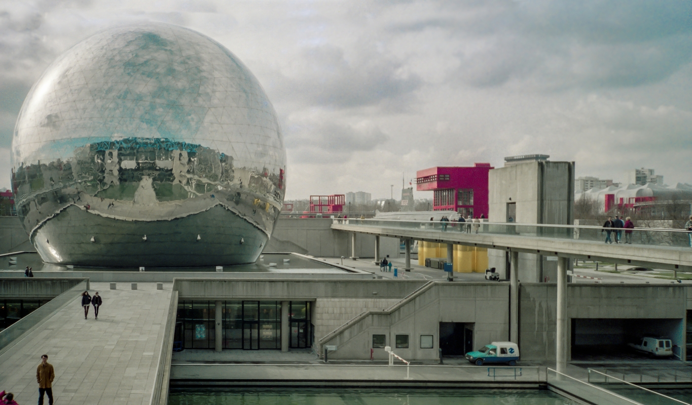 Paris,  la Cité des sciences. 1996.