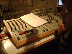 dans les studios de la radio