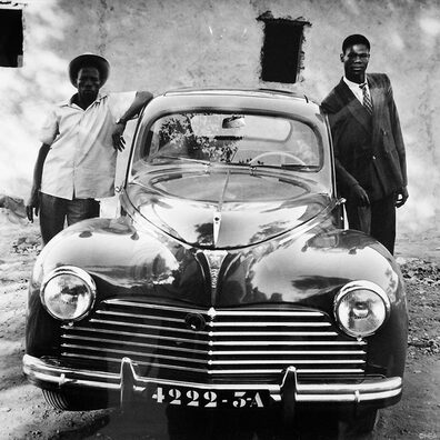 05 - Prendre la pose avec sa voiture, les Messieurs