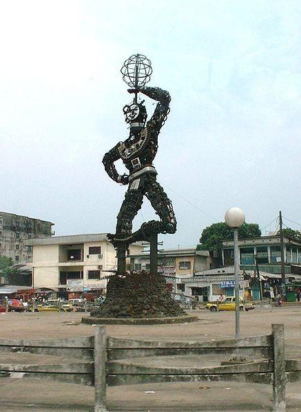 437px-Statue de la nouvelle liberte Douala