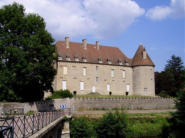Chateau_de_Marcilly.jpg