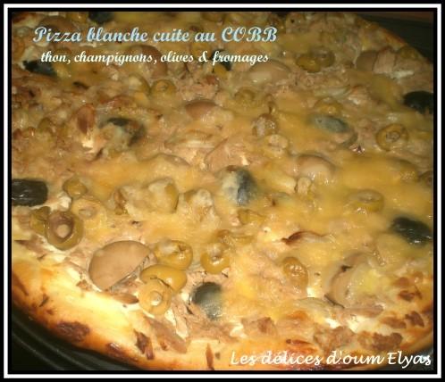 Pizza-blanche-au-thon--champignons--olives--mozza-et-fromag.JPG