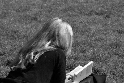 2 - Jeunes filles lisant- Photographies suite encore