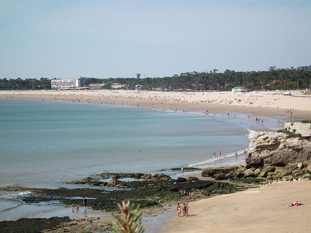 Grande plage de Saint-Georges - panoramio.jpg