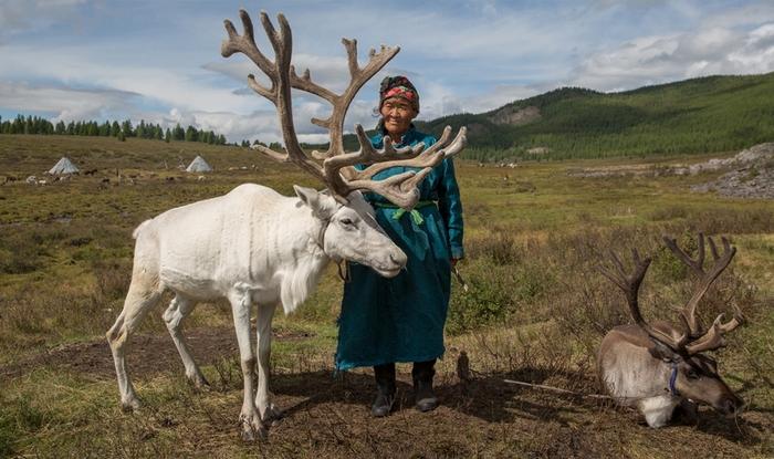 Ce Photographe Parti À La Rencontre D'une Tribu -  Perdue En Mongolie -