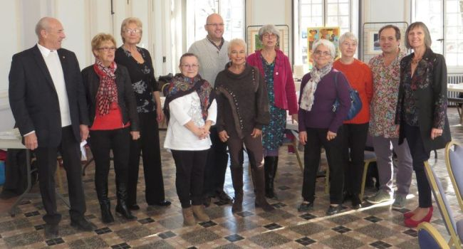 La délégation Midi-Pyrénées de la Société des Poètes et Artistes de France, avec Roselyne Morandi, au bout, à droite. /Photo DDM